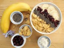 Banane Smoothie in einer Schüssel lizenzfreies stockfoto