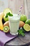Banane Smoothie mit Kiwi Lizenzfreie Stockfotos