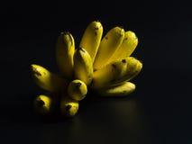 Banane su una priorità bassa nera Fotografia Stock Libera da Diritti