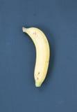 Banane sur le fond noir image stock