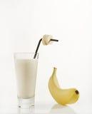 Banane und ein Glas Milch Lizenzfreies Stockfoto