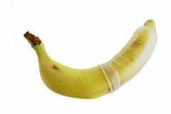 Banane und Kondom stockfoto