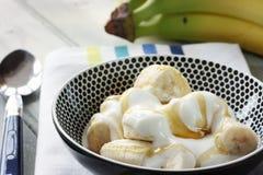 Banane, yaourt et miel Photos libres de droits