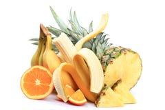 Bananen, Äpfel, Orangen, Ananas Stockfoto