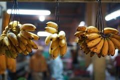 Bananen in den traditionellen Märkten Stockfotos