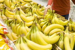 Bananen an einem Markt Lizenzfreie Stockfotos