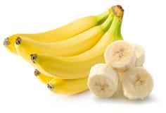 Bananen mit den Scheiben lokalisiert auf weißem Hintergrund Lizenzfreie Stockfotografie