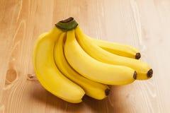 Bananen op lijst stock afbeelding