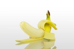 Bananen op witte achtergrond worden geïsoleerd die Royalty-vrije Stock Foto