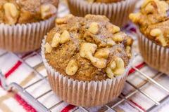 Bananen-Walnuss und Chia Seed Muffins Stockbilder
