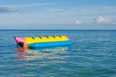 Bananenboot im Meer Lizenzfreies Stockfoto