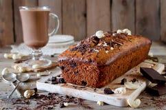 Bananenkleiner kuchen mit Schokolade und Acajounuss Lizenzfreies Stockfoto