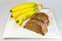Bananenkuchen und Bananen Lizenzfreie Stockbilder