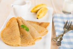Bananenpfannkuchen oder -krepp Lizenzfreies Stockfoto