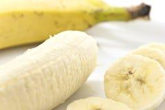 Bananenscheiben auf einer Platte Stockbild