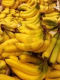Bananentrauben in der Masse Lizenzfreie Stockbilder