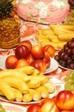 Bananer, ananas, plommoner, druva och nektariner Royaltyfria Bilder