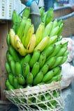 Bananer i marknadsföra Arkivfoton