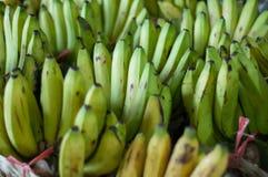 Bananer i marknadsföra Arkivbilder