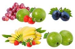 Bananer, jordgubbar, druvor och äpplen som isoleras på vit Royaltyfria Foton