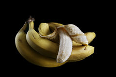 Bananer på en svart bakgrund Royaltyfri Bild