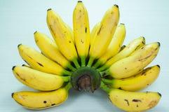 Bananer på en tabellvit Fotografering för Bildbyråer