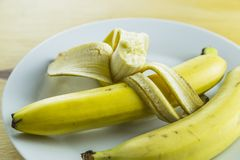 Bananes dans le plat Images libres de droits