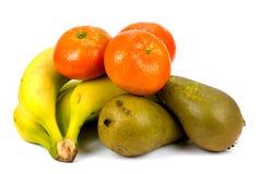 Bananes et poires de mandarines d'isolement sur le fond blanc Photo stock