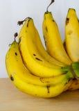 Bananes mûres de groupe Photos libres de droits