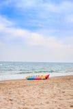 Bananfartyg på stranden Arkivfoto
