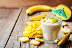 Bananmangosmoothie Royaltyfri Foto