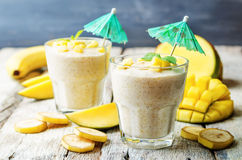 Bananmangosmoothie Arkivbilder