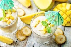 Bananmangosmoothie Arkivfoton