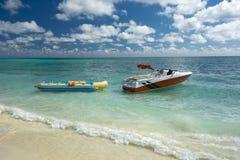 Bananowej łodzi przejażdżka na wolny port plaży, Uroczysta Bahama wyspa Obrazy Royalty Free