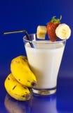 bananowi banany bijąca truskawka Fotografia Royalty Free