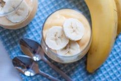 Bananowy pudding w szkle Zdjęcie Royalty Free