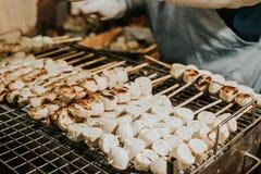 Bananowy wyśmienicie na piec na grillu kratownicie fotografia royalty free