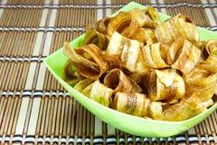 Bananskiva som är frasig med karamell arkivbild