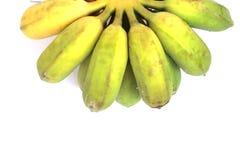Banany które iść gotującym są zielonawym kolorem żółtym na whi Zdjęcie Stock