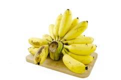 Banany na drewnie odizolowywającym na białym tle Zdjęcia Stock