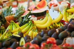 Banany na rolniku wprowadzać na rynek w Paryż, Francja zdjęcia royalty free
