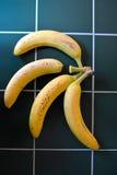 Banany na zielonym stole Obrazy Stock