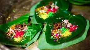 Banarasi平底锅,槟榔子装饰与所有印地安banarasi ingre 库存图片