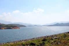 Banasura Sagar Dam - più grande diga di terra in India, Wayanad, Kerala Immagini Stock