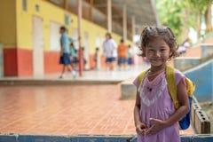 Banbongtilang学校的卡伦孩子 免版税图库摄影