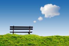 Banc avec des nuages de ballon des textes Images libres de droits