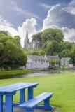Banc bleu au parc de castletownroche Images libres de droits