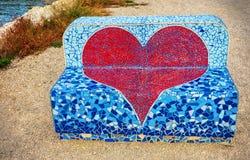 Banc d'amour avec la forme de coeur Photo stock
