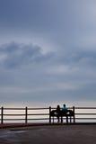 Banc d'amour par jour nuageux Photographie stock