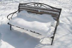 Banc dans la neige Images libres de droits